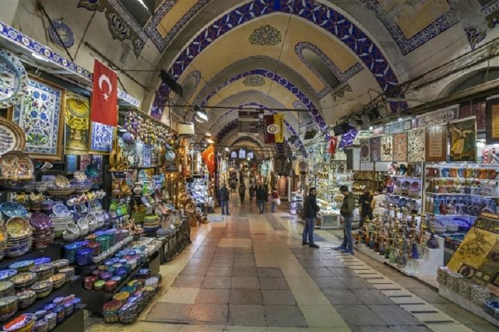 Turkish handicrafts in the Grand Bazaar