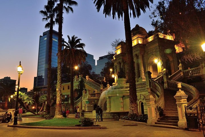 Small-Group Tour: Night City Tour with Santa Lucia Hill and Dinner Show