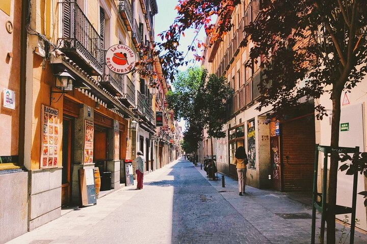 A day in the life of Madrid - Private tour with a local