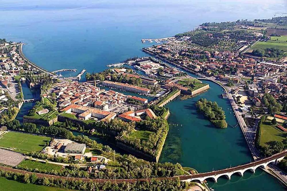 Garda Lake full wine day tour from Verona