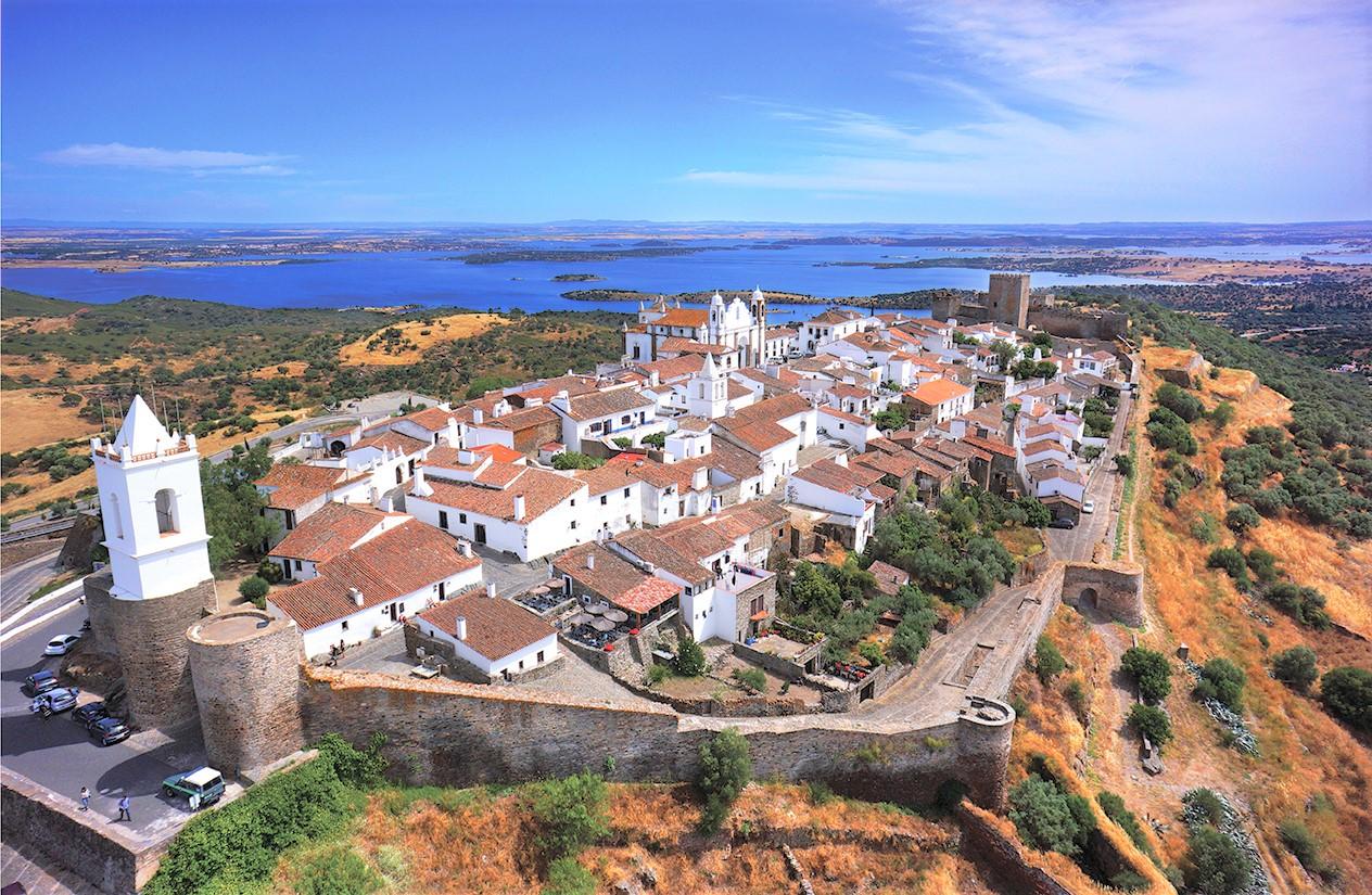 Évora, medieval village Monsaraz & Wine Tasting