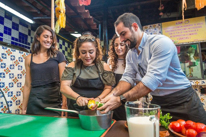 Cooking Class Mexican Experience and Local Market Tour with Transportation