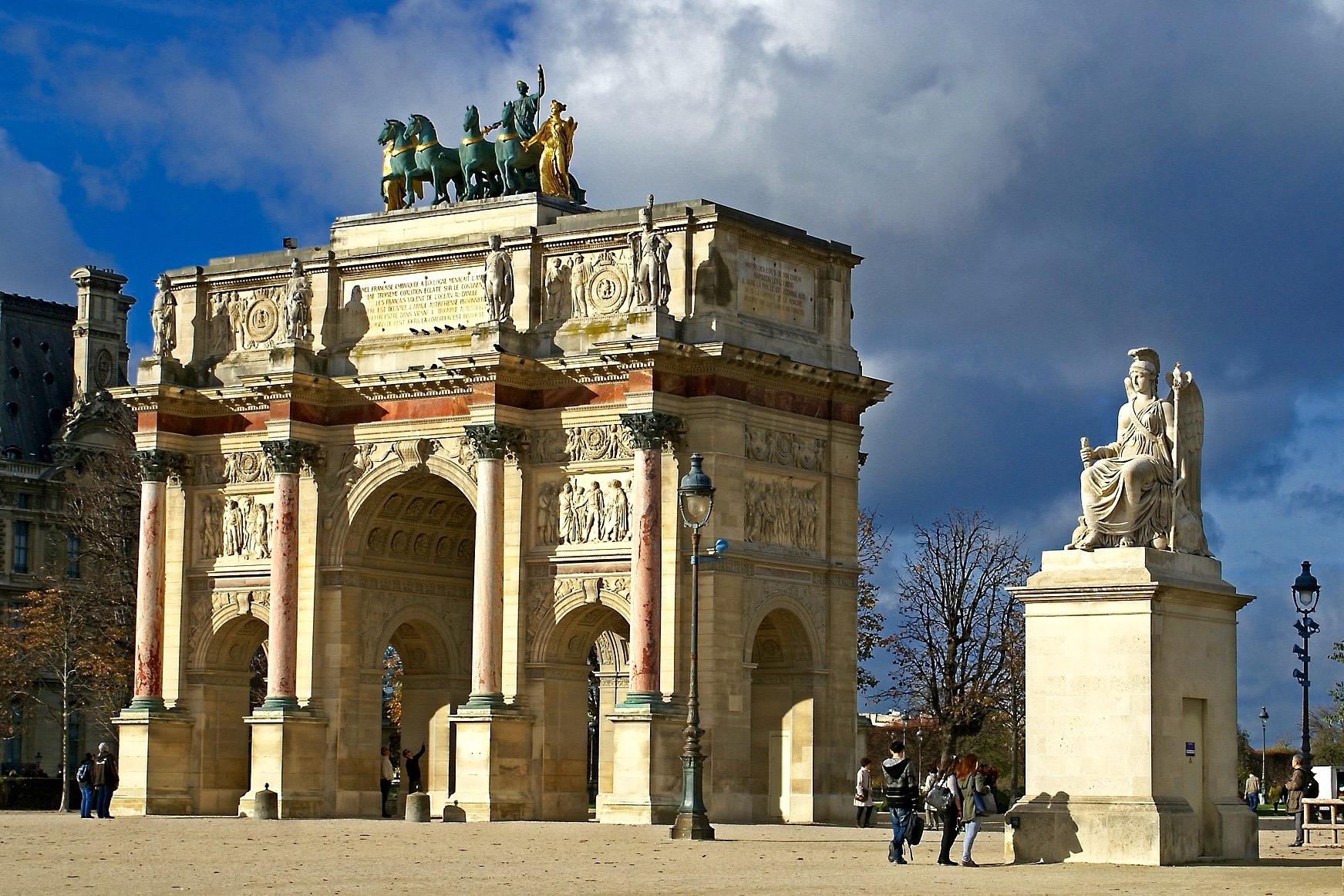 Париж: Combo-2 Экскурсионный день: обзорная экскурсия по Парижу, поездка в замок Фонтенбло и деревню импрессионистов Барбизон с обедом
