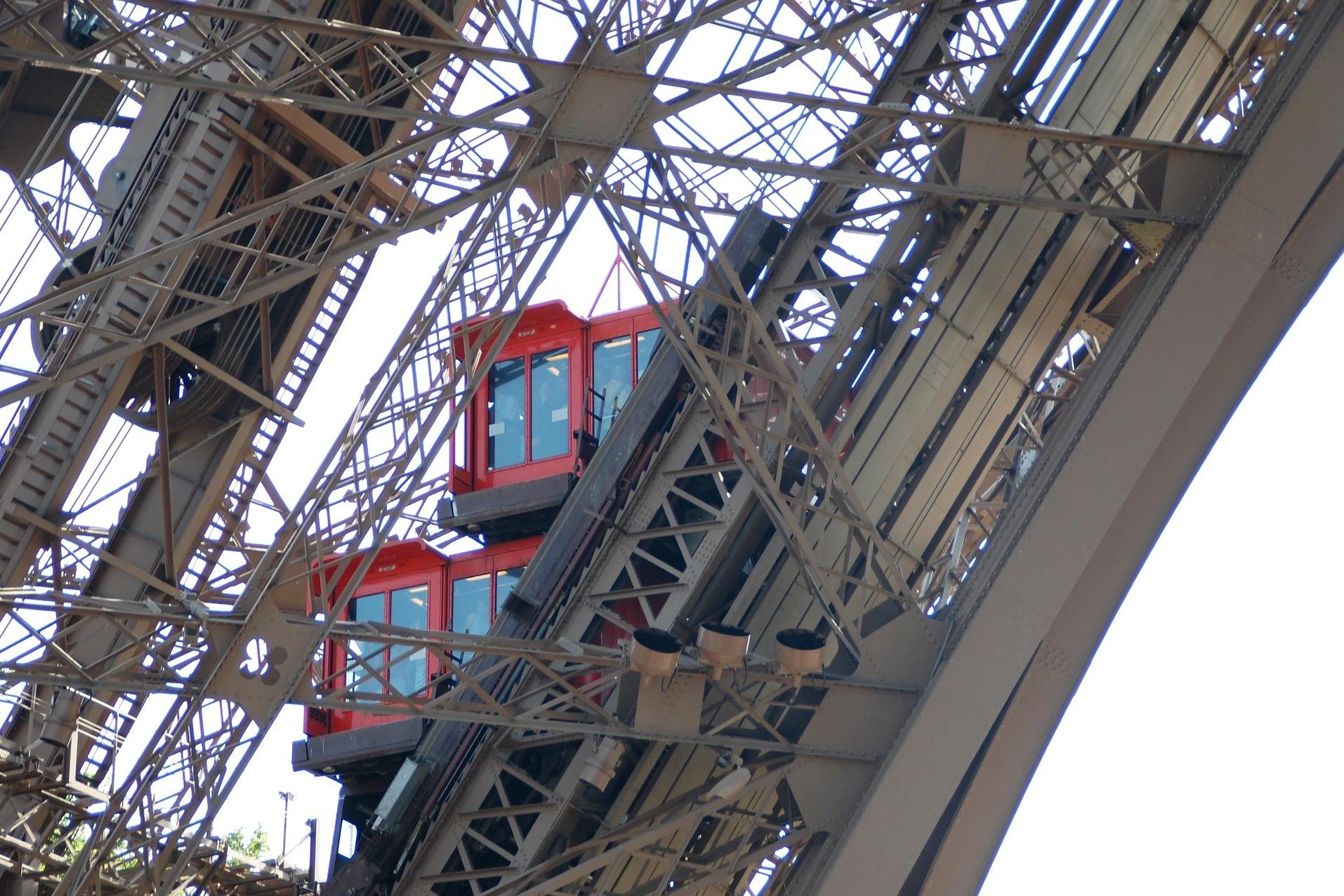 Париж: круиз на кораблике по Сене и посещением Эйфелевой башни с ускоренным проходом и обедом в ресторане с панорамными видами