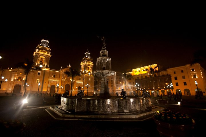 Night Tour Lima + Dinner Show