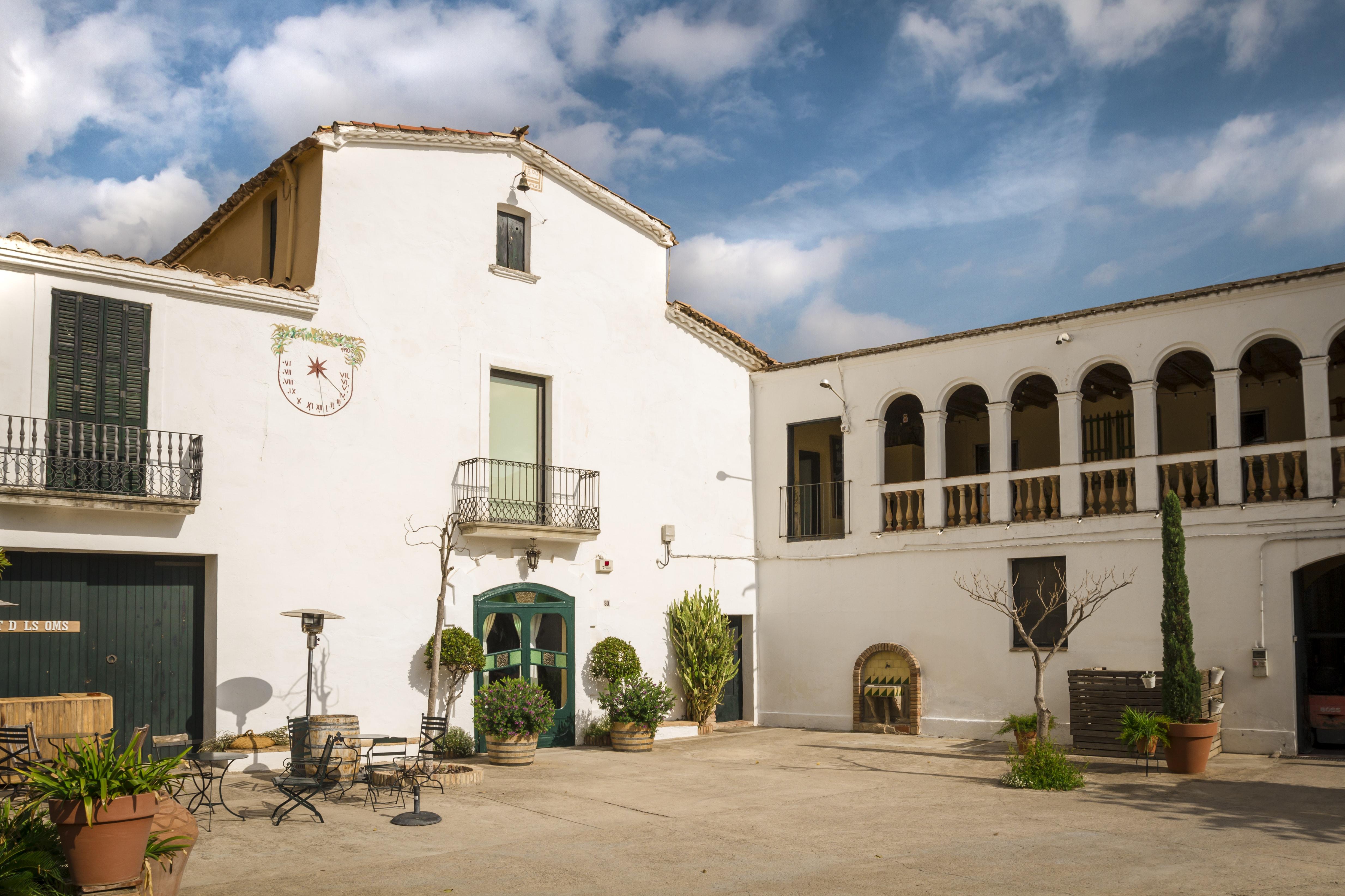 Unknown Gaudí, Tapas & Cava Winery
