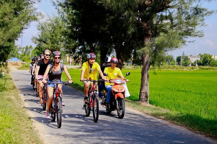Half-Day Thanh Thuy Village Bike Tour and Cooking Class