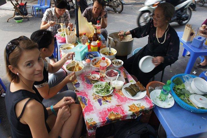 Small-group: Hanoi Old Quarter Street Food Walking Tour