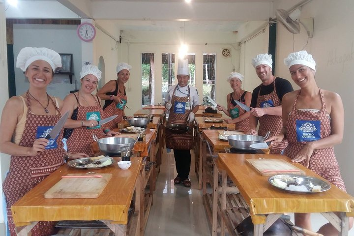 Short Authentic Lunch Cooking Class with Thai Master Chef at Sukho Cuisine Lanta