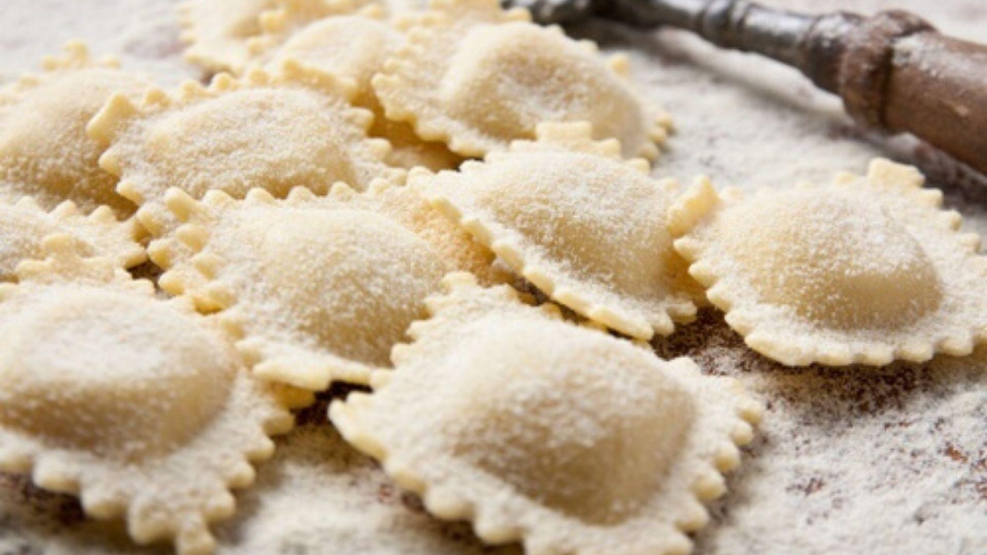 3 in 1 Cooking Class in Piazza Navona: Fettuccine Ravioli and Tiramisu