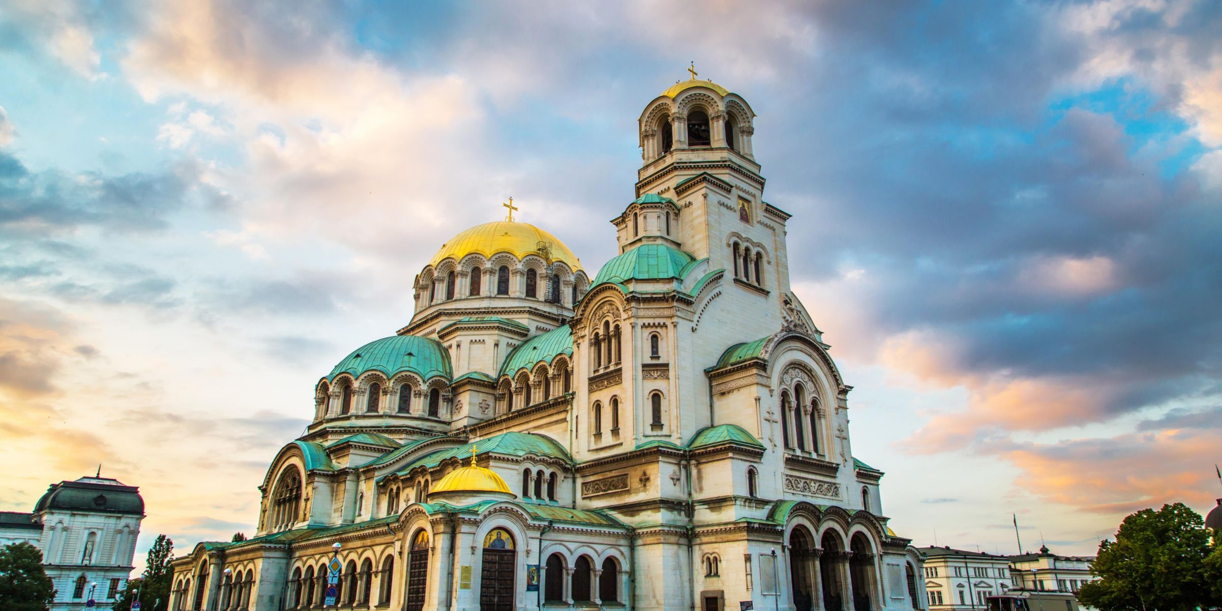 Visit major attractions of the city