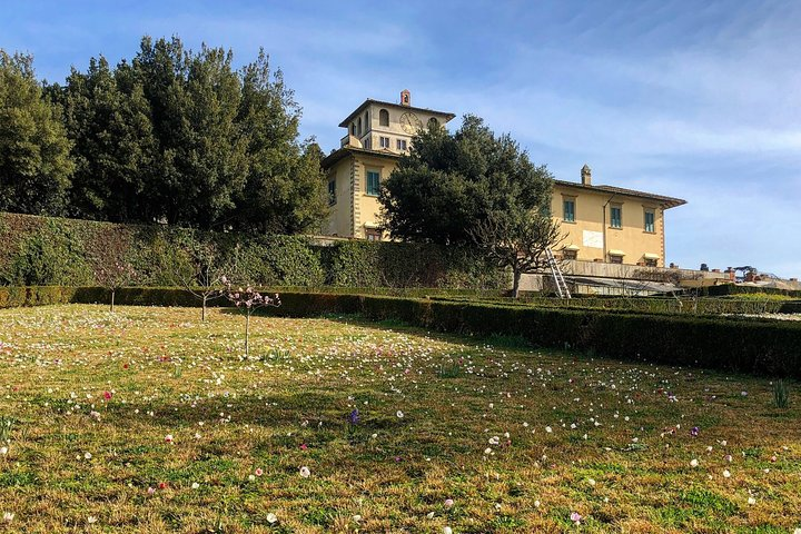 Uffizi and Spring Blooming Medici's Villa with Delicious Typical Food Tastings