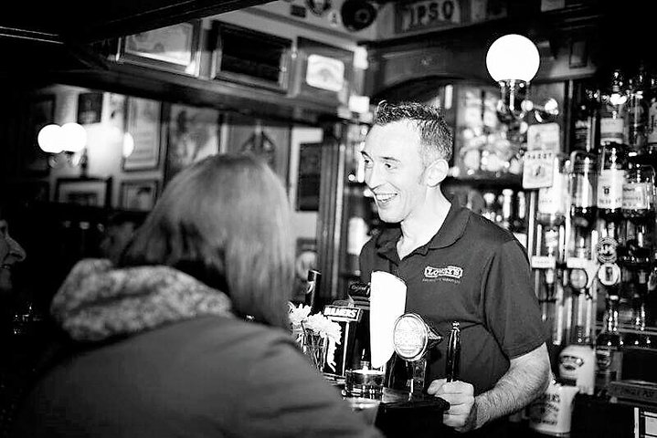Irish whiskey tasting in local country pub. Galway. Private guided.