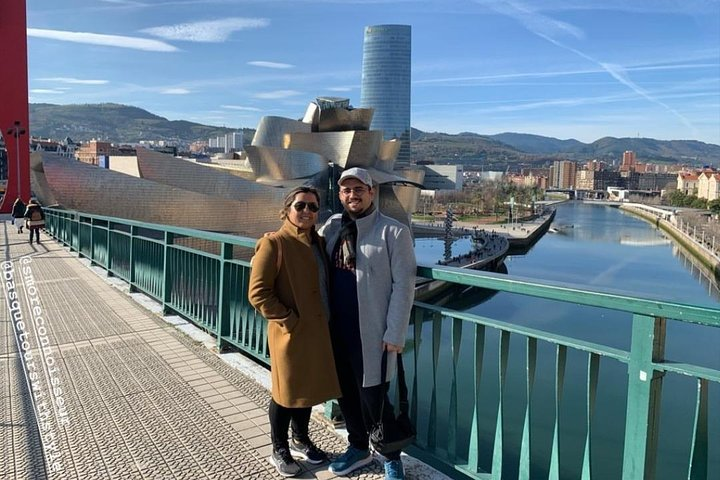 Private tour jewels of Bilbao with Guggenheim, pintxo tasting and transport