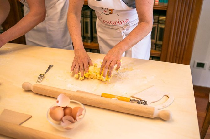 Private cooking class with lunch or dinner in Pompei