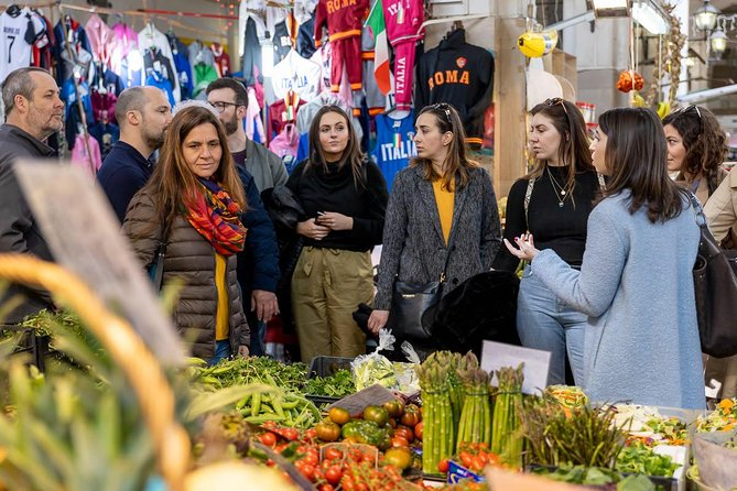 Private market tour and cooking class with lunch or dinner in Pompeii