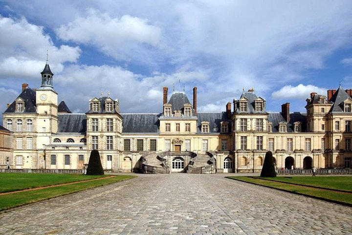 Fontainebleau Castle and Meat Lovers: Private day-trip from Paris