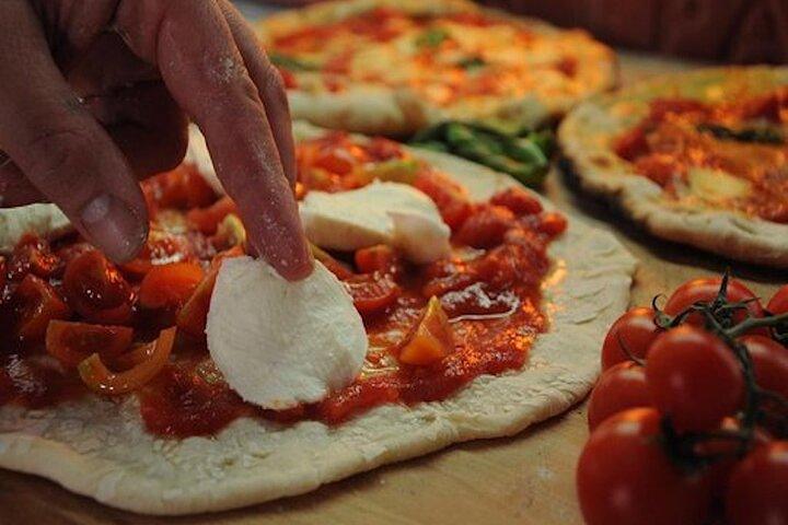 Pizza and Gelato Private Class in Rome