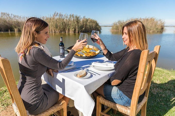 Paella tasting at the Albufera lake in Valencia