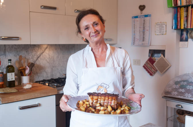 Dining experience at a Cesarina's home in Chianti with show cooking