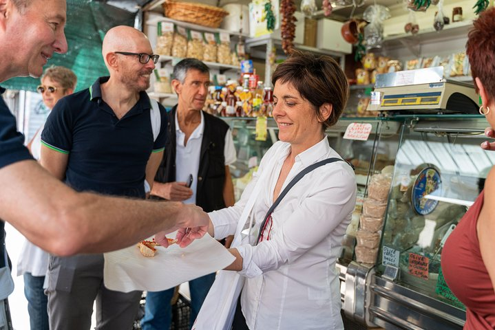 Local market visit and private cooking class at a Cesarina's home in Milan