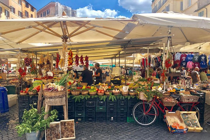 Walk and Taste - Food Market tour with Pizza Making