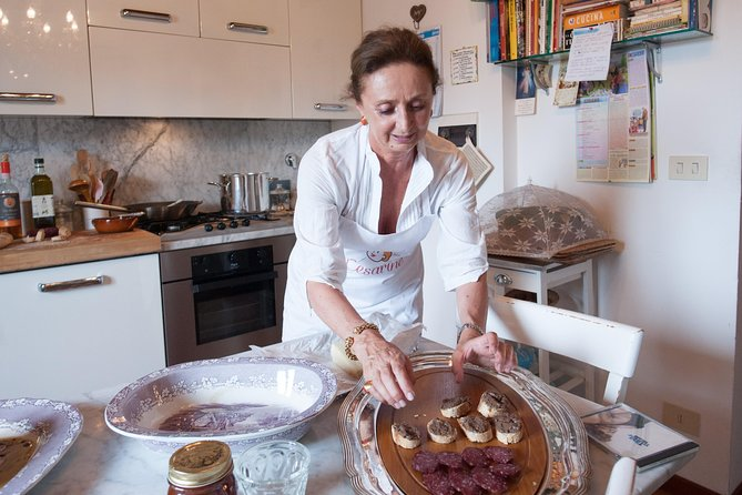Private cooking class at a Cesarina's home with tasting in Chianti