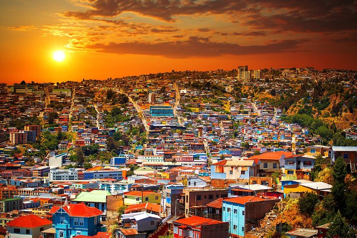 Small-Group Tour to Viña del Mar and Valparaiso from Santiago with Wine Tasting