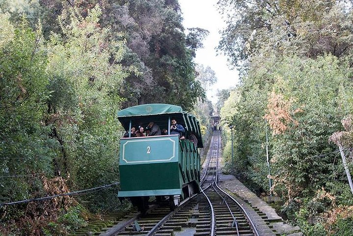 City Tour Santiago Walking + Typical Tastings + Teleférico and Funicular