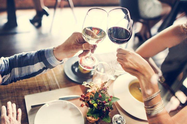 Barcelona Walking Tour, Wine Tasting & Tapas Dinner