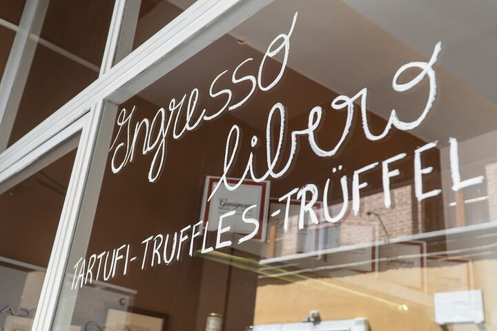 Truffle hunting and lunch experience with Vinci from Florence