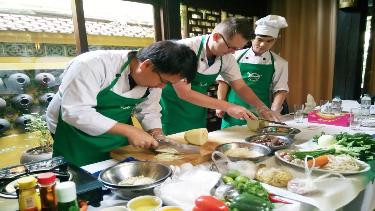 Hanoi Cooking Class in a Local Restaurant and Local Market Tour
