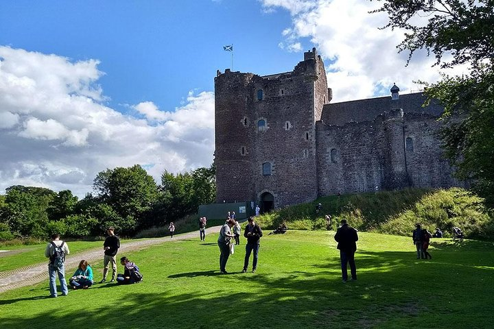 Outlander castles, whisky and lochs tour