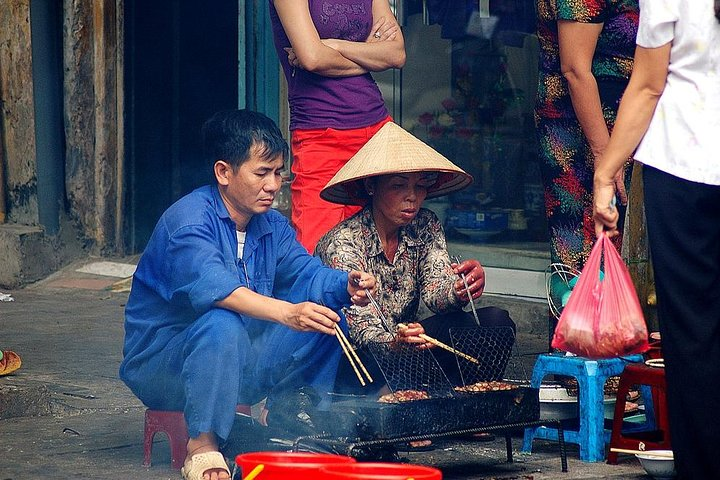 Private Hanoi Street Food Tour and Water Puppet Show