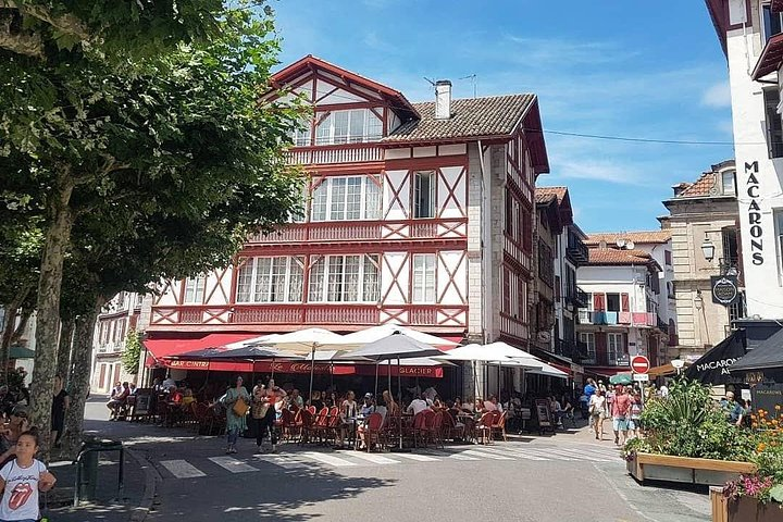 Private tour the jewels of south of France with lunch stop and transport