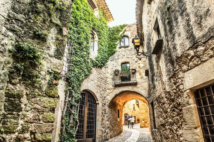 Full Day Guided Tour: Three Medieval Towns Plus Lunch