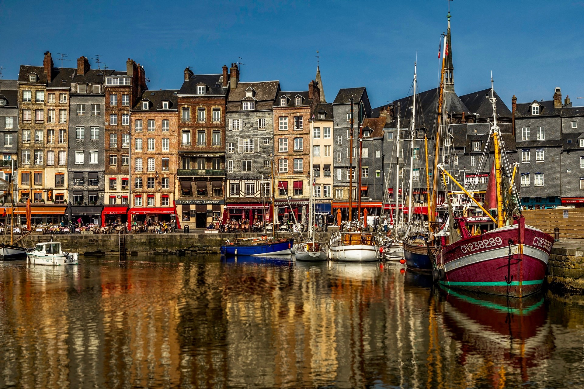 Paris: «Normandy Small-group Experience» — Full Day Live Guided Trip to Rouen, Honfleur, Deauville, Cheese & Calvados Tasting from €139