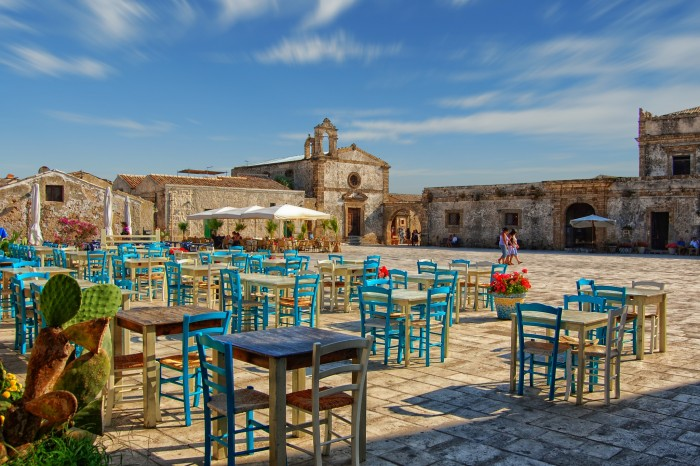 COLORS , FLAVORS and SMELLS IN THE SCENIC SOUTH SICILY MARZAMEMI – PORTOPALO