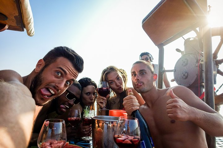 Private Lobster and Champagne Catamaran Cruise from Santorini