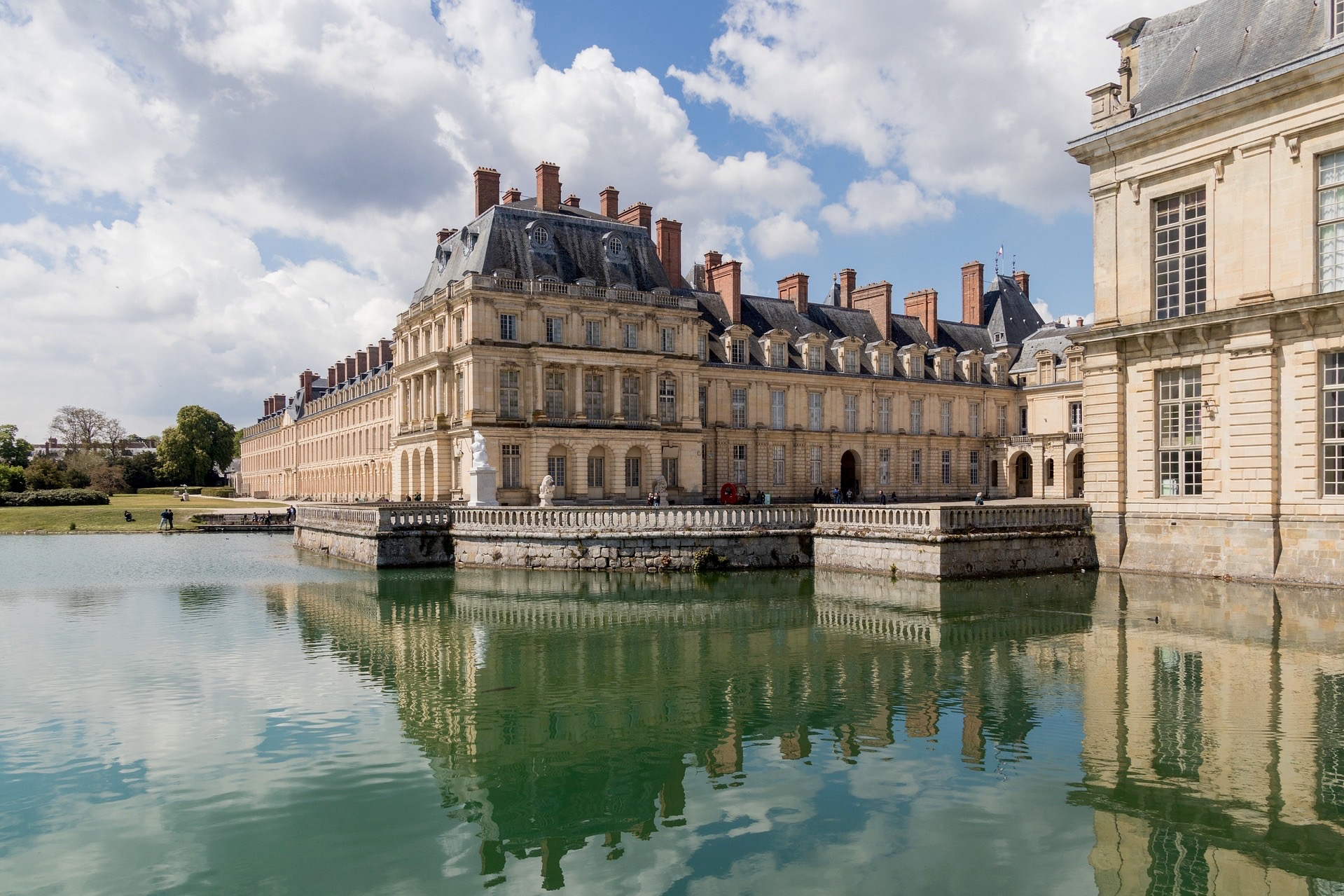 Paris: Fontainebleau Castle & Impressionist village Barbizon Half Day Guided Group Trip with Lunch