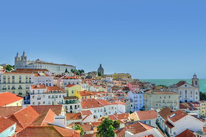 Private tour of the best of Lisbon - Sightseeing, Food & Culture with a local