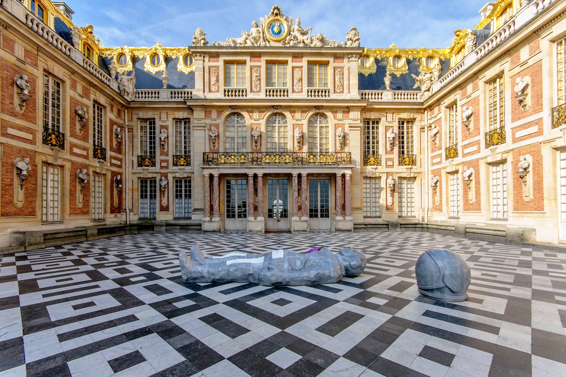 Paris: «Versailles Small-Group Palace & Gardens, Trainon, Coach Gallery» Skip the line Half Day Live Guided Trip on Mini-van, 5 hours !