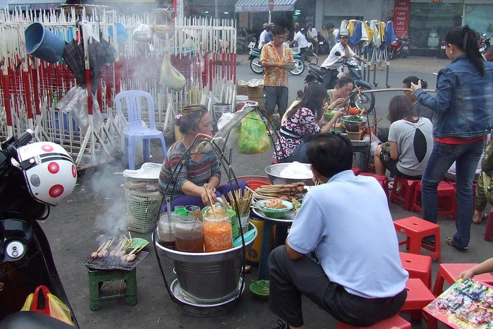 Ho Chi Minh City Night Tour with Street Food Dinner