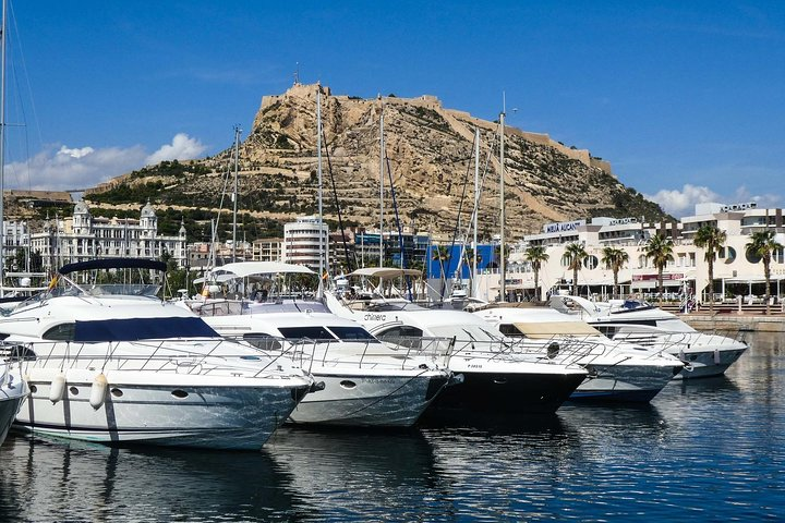 3 days in Alicante: transfer in, walking tour, tapas and wine tasting
