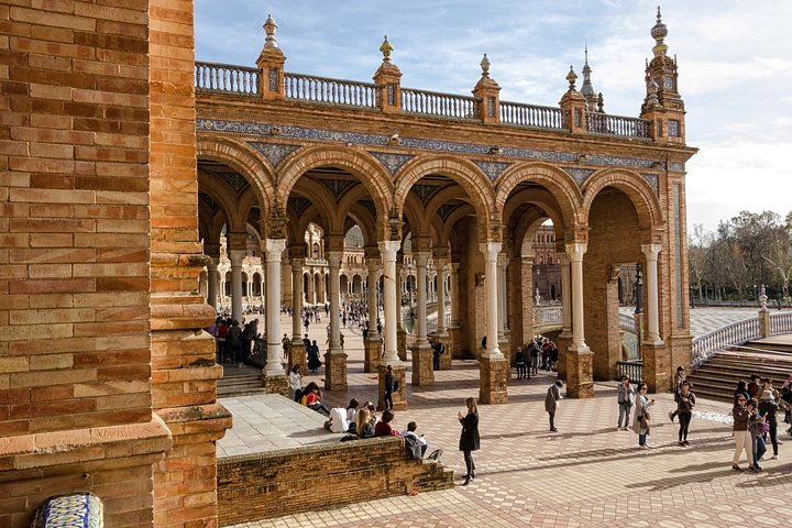 Private tour of the best of Seville - Sightseeing, Food & Culture with a local