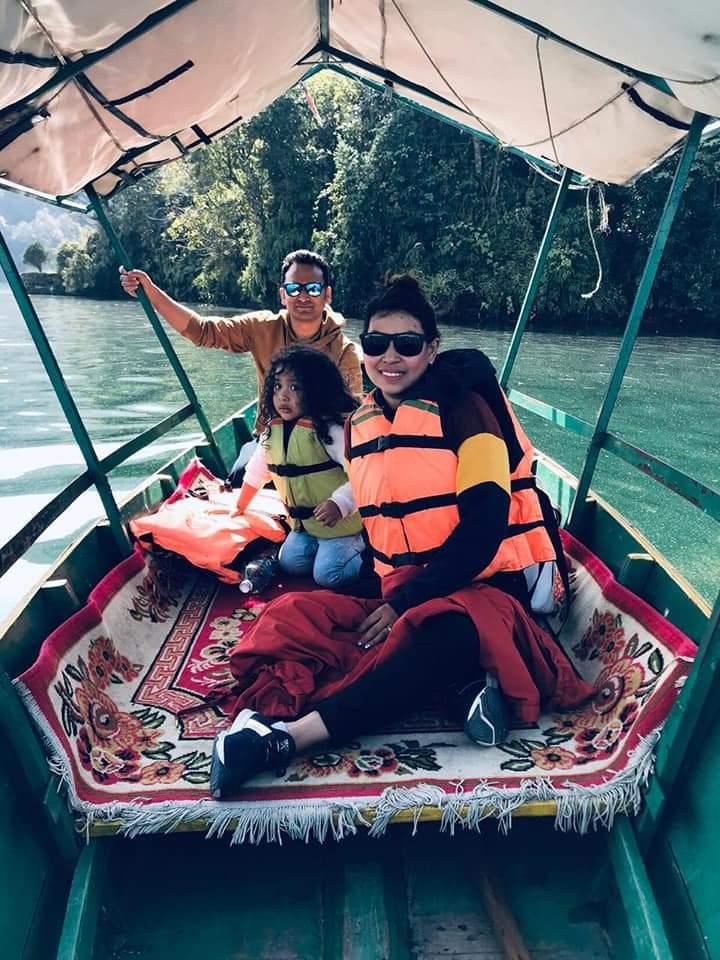 canoe ride along the Rapti River