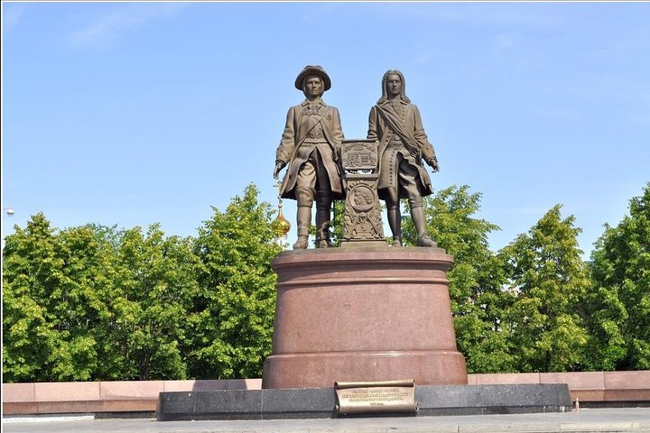 The proudly standing monument of Tatischev and Gennin.