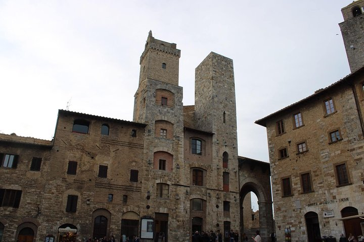 San Gimignano Walking Tour and Vernaccia Wine Tasting - Semi Private