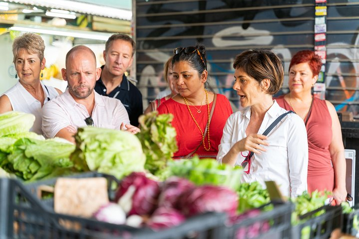 Local market visit and dining experience at a Cesarina's home in Venice