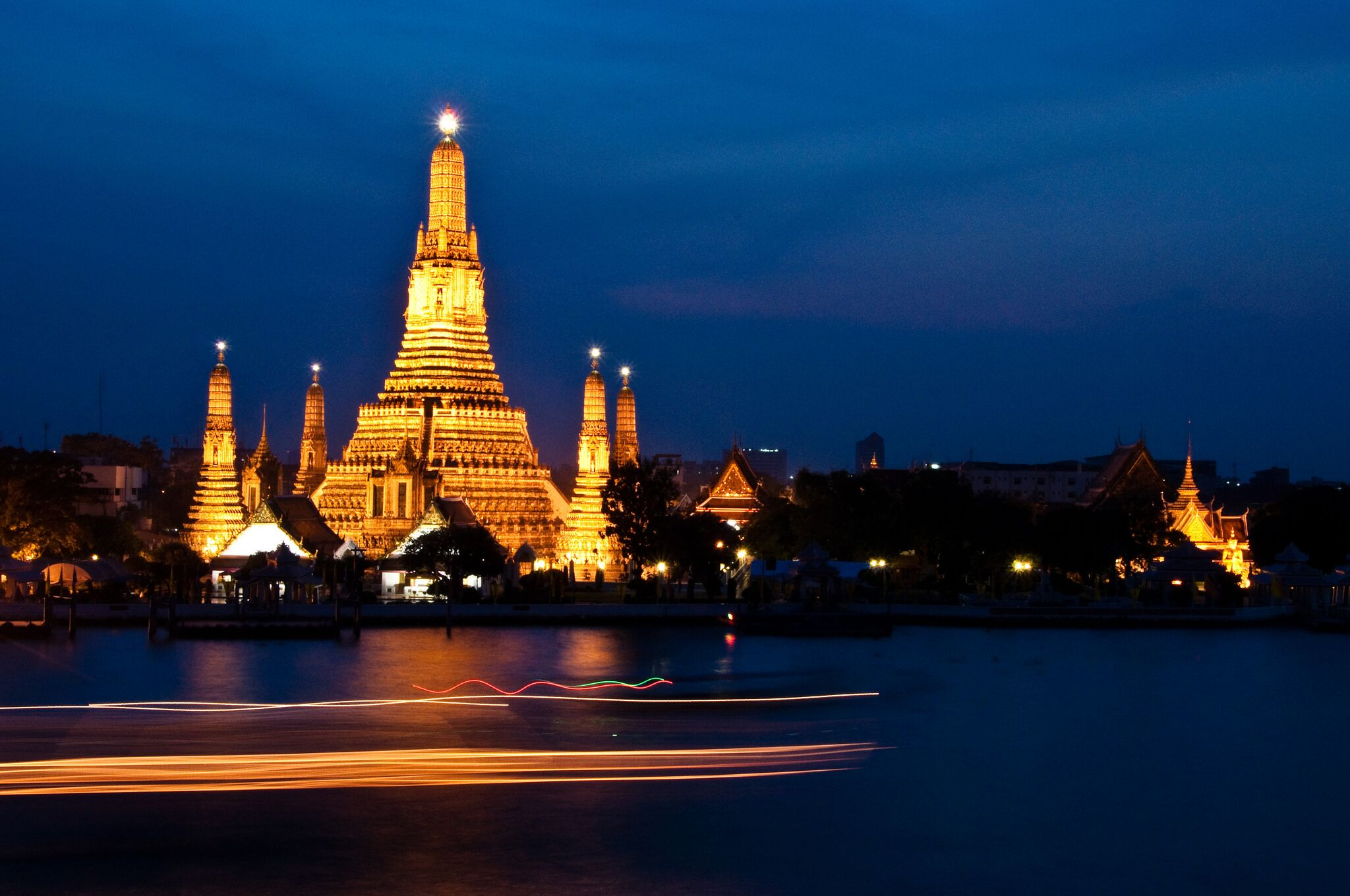 Bangkok 4 Star Hotel with Transfers and Dinner Cruise